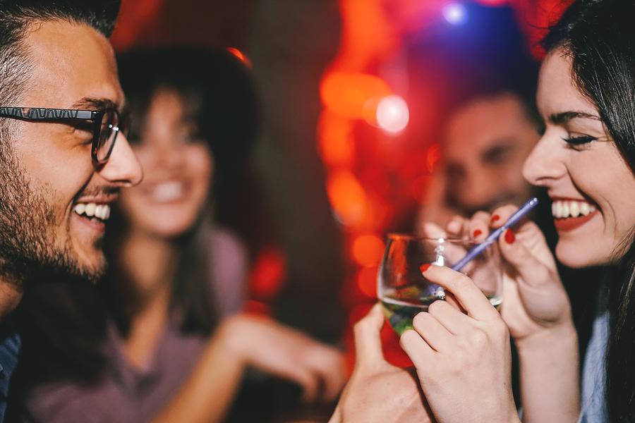 La Fiducia e la prudenza nei divertimenti e nei party notturni celebrativi.