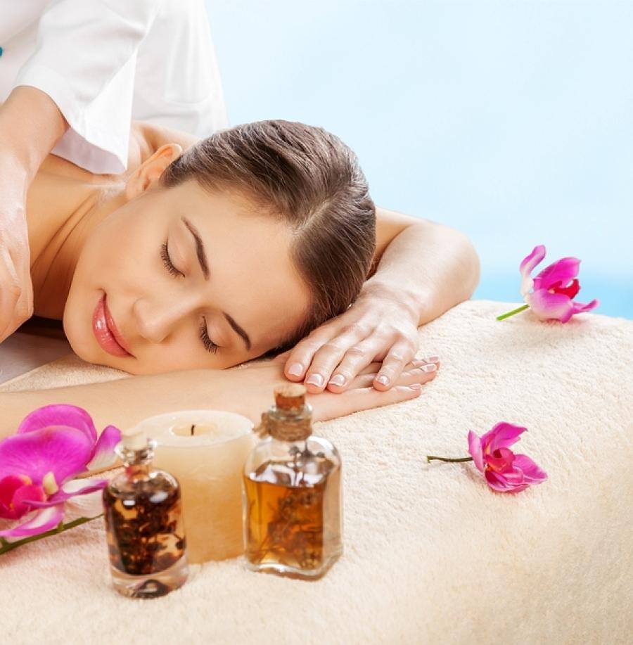 Benessere e cura del corpo nelle attività libere nella natura, centri benessere spa, vita all'aria aperta e pulita.