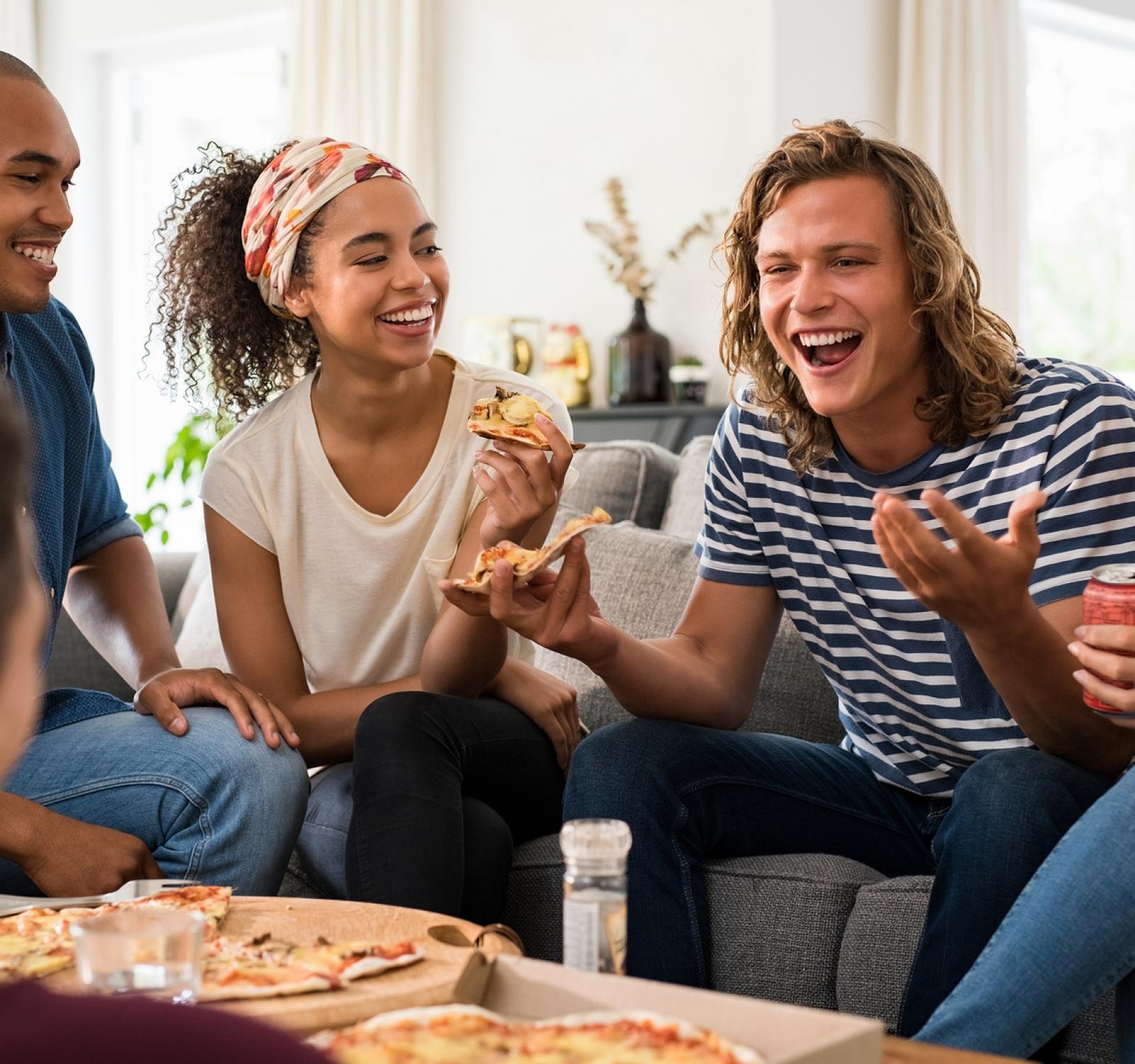 Amore e Amicizia e pizza party at home.