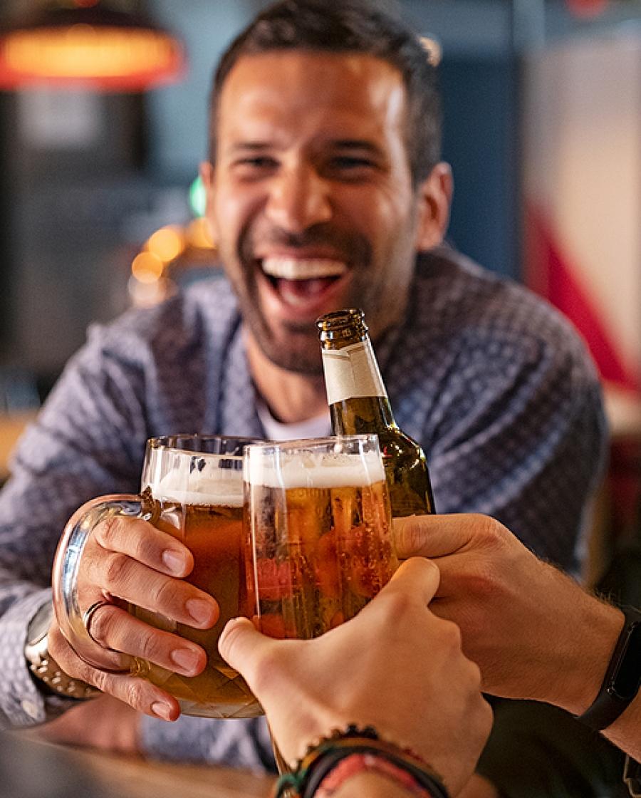 Amore e Amicizia. Farsi qualche birretta con gli amici, rinforza anche l'amicizia.